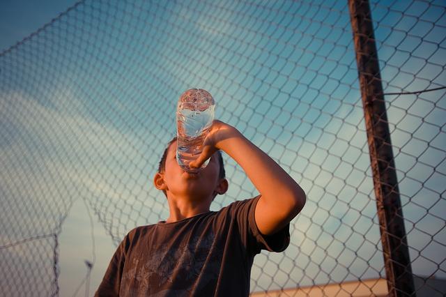 kid is drinking water